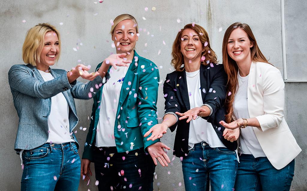 1 Jahr Jobs für Mamas Superheldin io Teambild