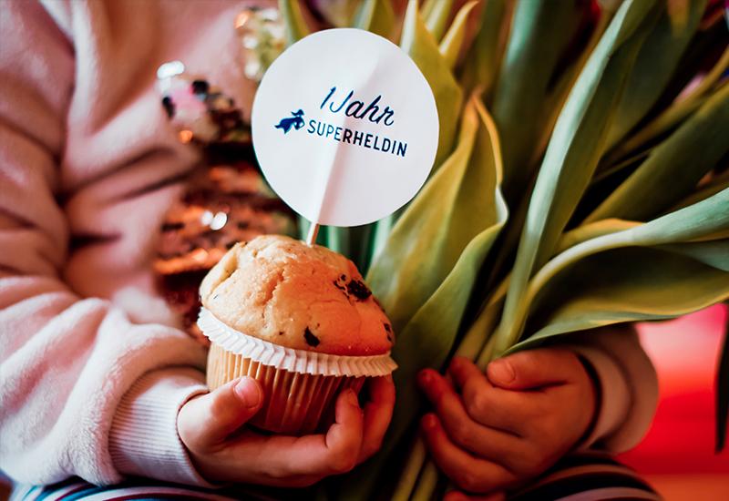 1 Jahr Jobs für Mamas Superheldin Happy Birthday Jobbörse für Mütter