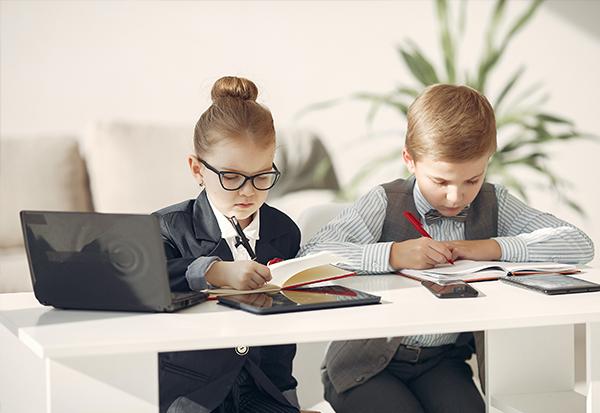 Besser organisiert! Warum Aktionismus einer familienfreundlichen Unternehmenskultur schadet und wie realistische Deadlines das ändern Superheldin Jobbörse Mütter Väter.