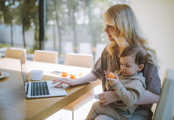 Sind Mütter die idealen Führungskräfte Female Leadership Superheldin Jobbörse Mütter Väter