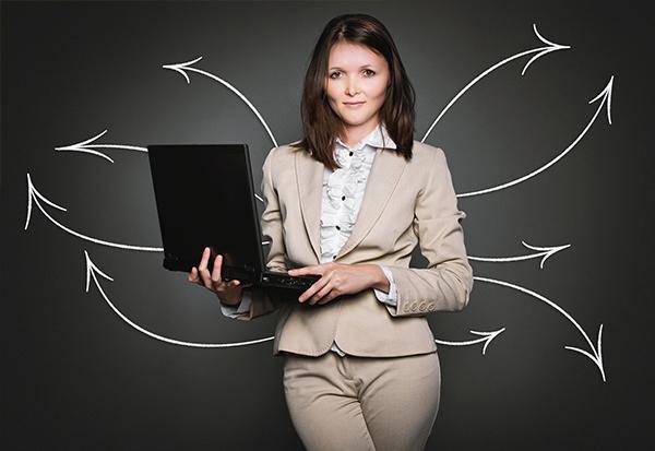 Superheldin-Familienfreundliche Stellenanzeigen richtig formulieren schreiben Female Recruiting Jobbörse Mütter Väter