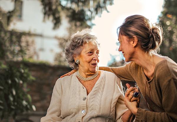 Die Grundrente und die Frage- Wie wertvoll ist Care-Arbeit für unsere Gesellschaft Jobbörse Mütter Superheldin Teilzeitarbeit