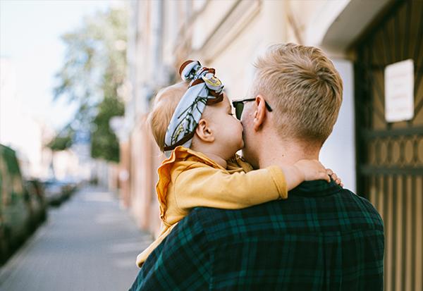 Welche Familienservices Sie als Unternehmen anbieten können familienfreundliche Mitarbeiter Benefits Superheldin Jobbörse für Mamas und Papas